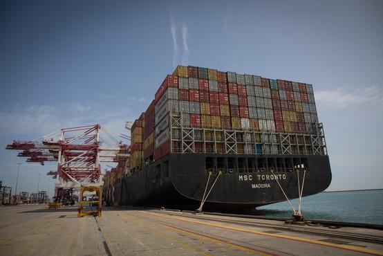 Sueški prekop preplula še zadnja od 422 ladij, ki so obstale zaradi nasedle velikanke