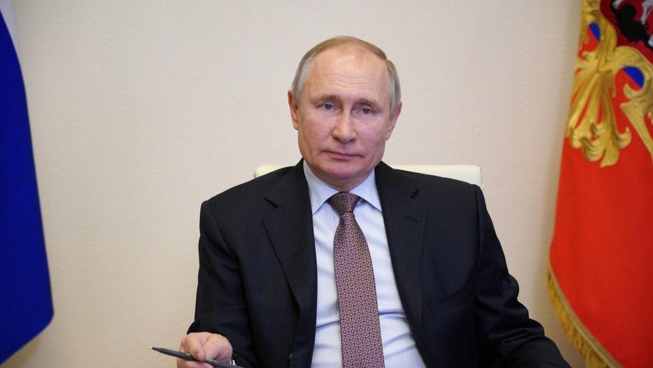 Putin podpisal zakon, ki mu bo omogočil še dva mandata (foto: Profimedia)