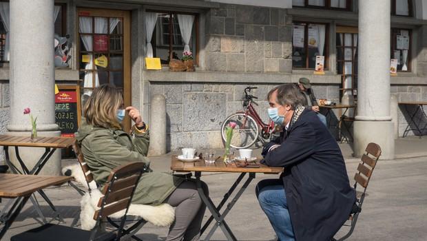 Kakšni ukrepi nas čakajo po 12. aprilu? Svetovalna skupina za covid-19 danes o morebitni prevetritvi semaforja (foto: Shutterstock)