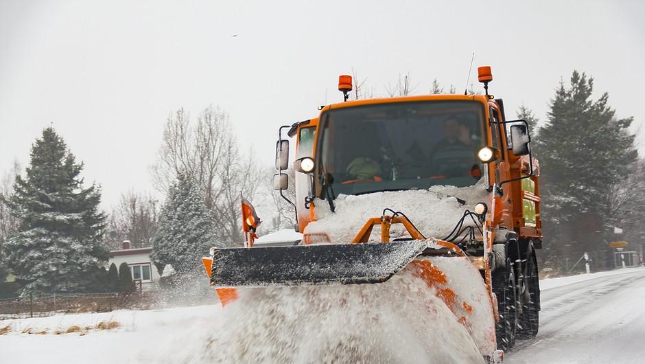 Vozniki, pozor! Pred torkovim sneženjem morate vedeti za tole pravilo! (foto: Shutterstock)