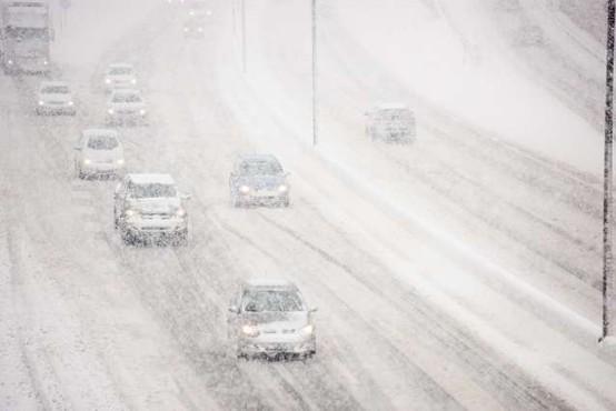 Sneg po Sloveniji ovira predvsem promet