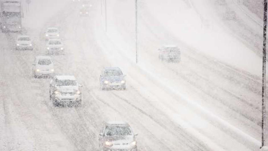 Sneg po Sloveniji ovira predvsem promet (foto: Nebojša Tejić/STA)
