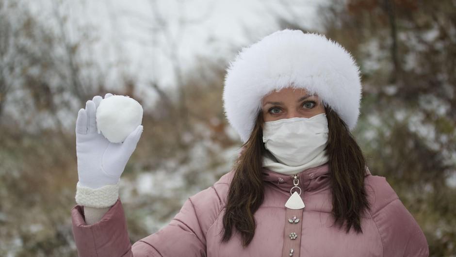 Sedemdnevno povprečje potrjenih okužb znaša 943 (foto: Profimedia)