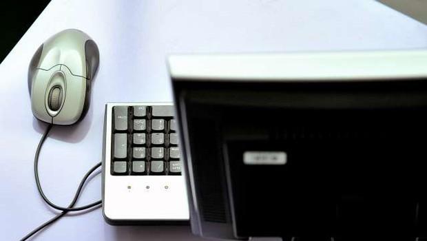Oškodovanki se je klicatelj predstavil kot računalniška tehnična pomoč (foto: Tamino Petelinšek/STA)