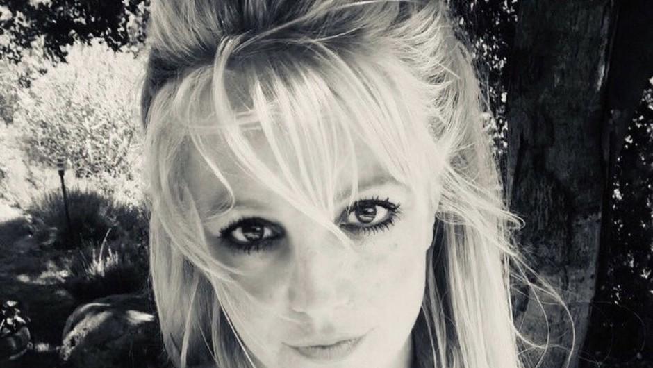 Britney Spears se pošali in citira Borata na poti s cepljenja proti covidu (foto: profimedia)