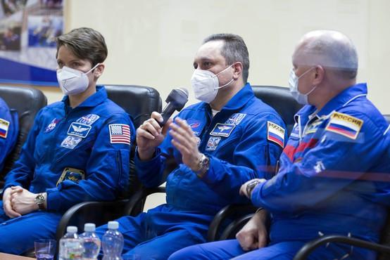 60 let po prvem poletu v vesolje je na vesoljsko postajo ISS poletela rusko-ameriška posadka