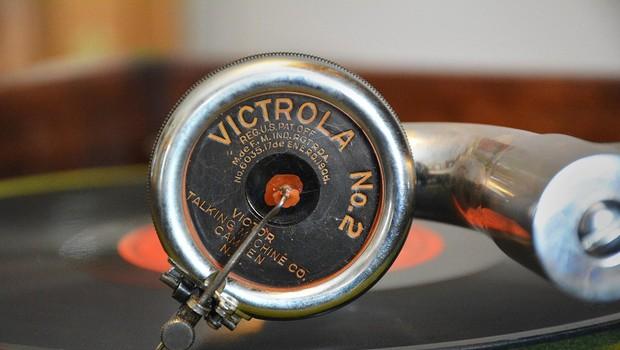 Dan prodajaln plošč prestavljen na junij, na voljo bodo tudi vinilke s še neizdano glasbo (foto: profimedia)