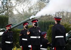 Velika Britanija ob smrti princa Philipa v znamenju vojaških salv in molka