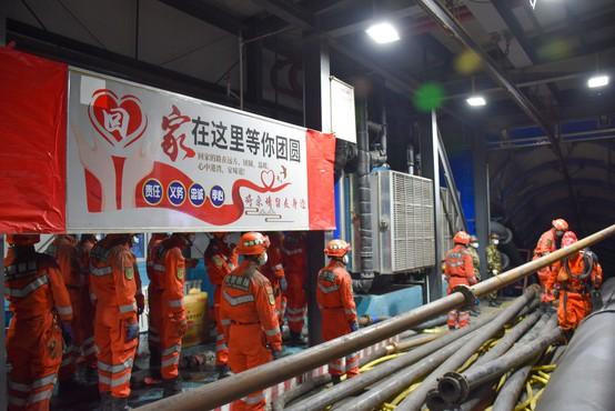 V rudniku na zahodu Kitajske ujetih 21 rudarjev na globini 1200 metrov
