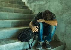 Vse več duševnih stisk med mladimi; po pomoč se lahko obrnejo na številne naslove