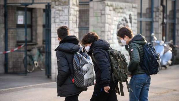 Začetek samotestiranja dijakov v petek, zadnja triada osnovnošolcev po prvomajskih praznikih (foto: Nebojša Tejić/STA)