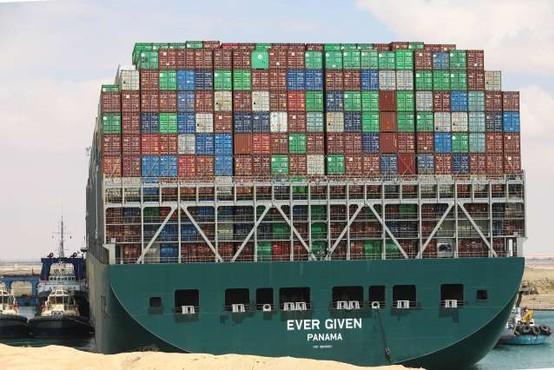 Egipt od lastnika ladje Ever Given zahteva 900 milijonov dolarjev