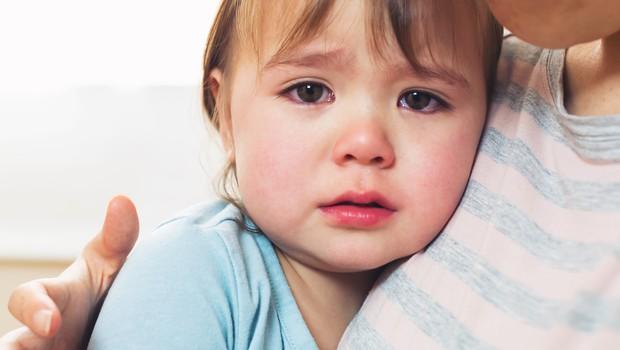 Duševne stiske otrok se kažeju tudi tako, da pri povratku v vrtec pri treh letih ponovno potrebujejo pleničko (foto: Shutterstock)