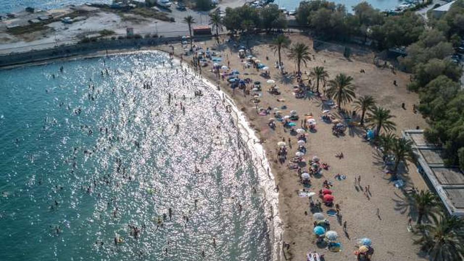 Grčija namerava odpraviti karanteno za turiste iz EU (foto: Xinhua/STA)