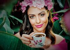 Pogrešate kavo iz gostinskih lokalov? Takole si jo lahko pričarate doma (še pred njihovim odprtjem!)