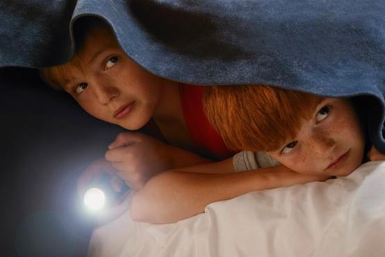 Najbolj pogosti strahovi, s katerimi imajo opraviti osnovnošolci (in kako jim pomagati te premagati)