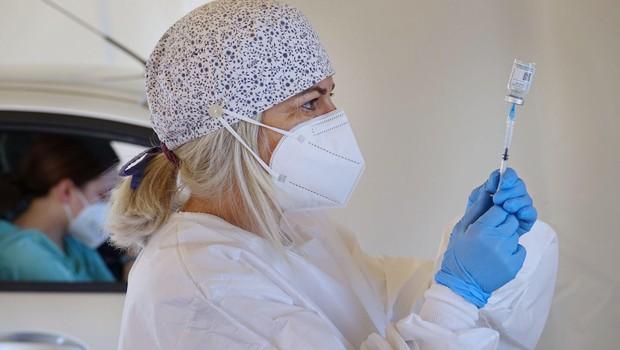 Odbor DZ za zdravstvo o odgovornosti za odločitev, da decembra niso naročili dodatnega cepiva (foto: profimedia)