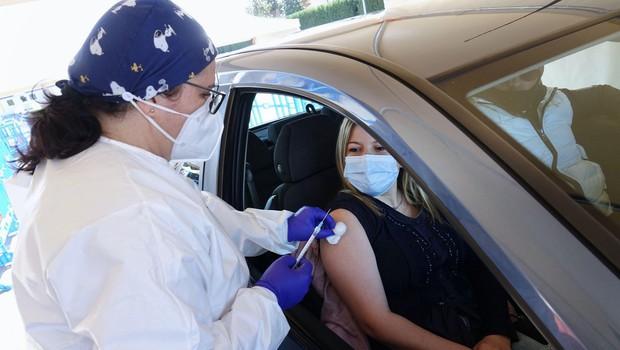 Med cepljenimi Američani z dvema odmerkoma Pfizerja in Moderne 5800 okuženih, 74 jih je umrlo (foto: profimedia)
