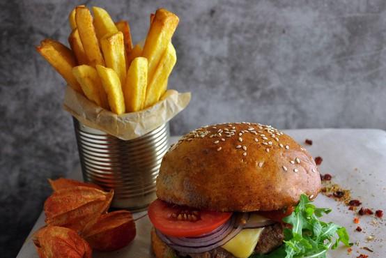 Pogosto uživanje hitro pripravljene hrane v restavracijah povezano s prezgodnjo smrtjo