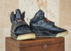 Športni copati, ki jih je Kanye West nosil na podelitvi grammyjev, vredni milijon dolarjev