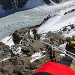 """Plezanje v """"Črni piramidi"""", dva kilometra nižje ledenik z """"Višjim baznim taborom"""". (foto: osebni arhiv)"""