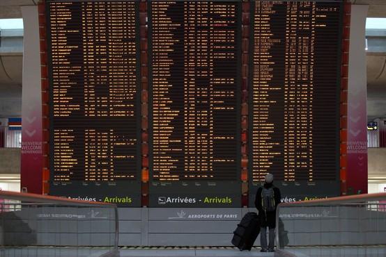 V boj proti bolj nalezljivim sevom Francija s karanteno za potnike iz Južne Afrike in Južne Amerike