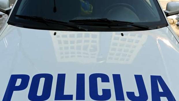 Na Celjskem 25-letni voznik poskušal povoziti policistko (foto: Tamino Petelinšek/STA)