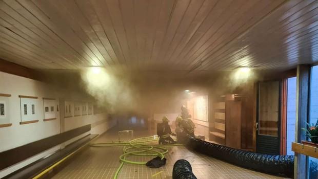 Požar na kranjski šoli izbruhnil v prostorih za kemijo (foto: Gasilsko reševalna služba Kranj)