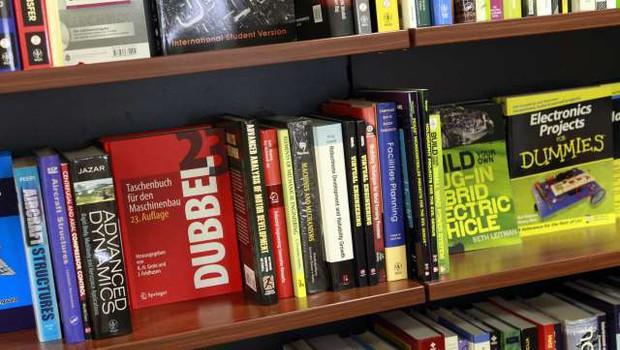 Praznovanje dneva knjige tudi letos s Sejmom s kavča in Nočjo knjige (foto: Tina Kosec/STA)