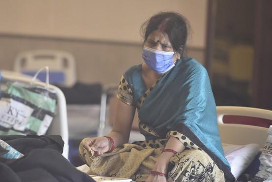 V Indiji največji prirast okužb v enem dnevu doslej na svetu