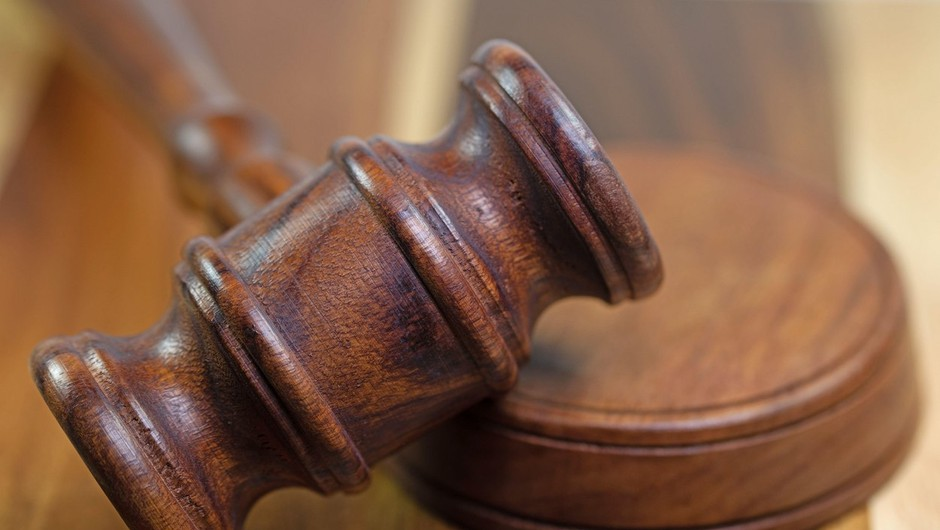 Na mariborskem sodišču ustavljen postopek zoper dijakinjo, ki je sodelovala na protestu (foto: profimedia)
