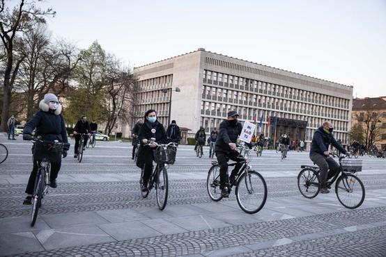 Protestno kolesarjenje na Trgu republike v Ljubljani spet oživelo