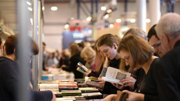 Britanci po odprtju množično derejo v knjigarne, 'obnašajo se kot otroci v slaščičarni' (foto: Shutterstock)