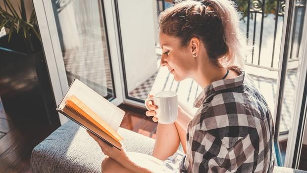 V okviru današnjega svetovnega dneva knjige v Sloveniji poteka Sejem s kavča in Noč knjige (foto: Shutterstock)