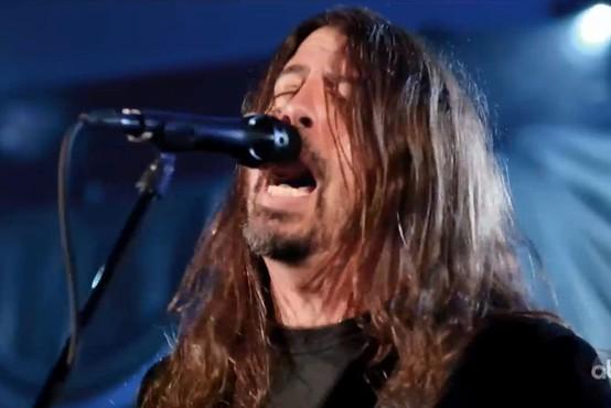 Dave Grohl  je z dokumentarcem spisal ljubezensko pismo glasbenikom na turnejah