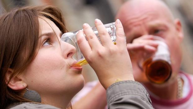 """Psihologinja Mirjana Nazor: """"Ljudje se počutijo frustrirane in to rešujejo z alkoholom!"""" (foto: profimedia)"""