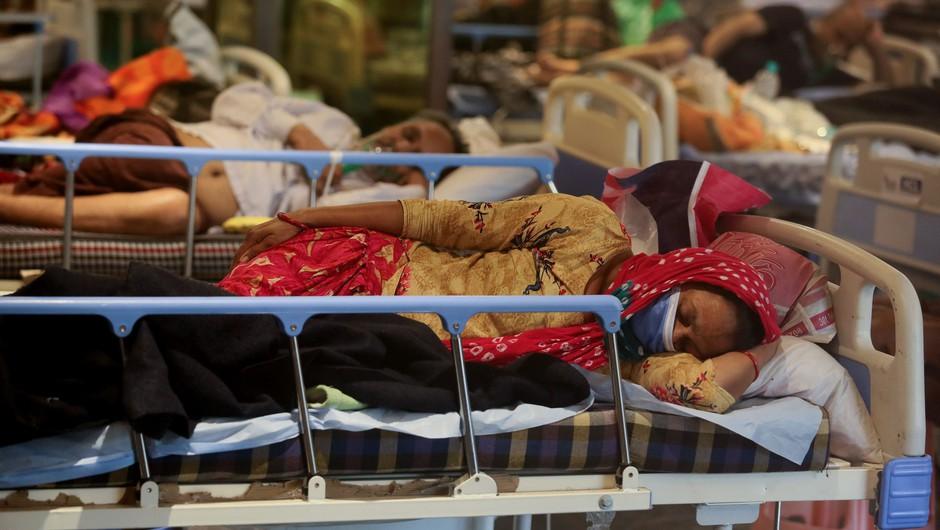 V Indijo prihaja tuja pomoč za boj s koronavirusom (foto: Profimedia)