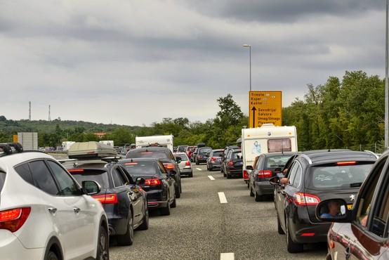 Zaradi praznika bo popoldne pričakovan povečan promet na cestah proti urbanim središčem