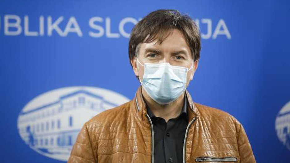 Rozman: Težji potek bolezni po okužbi z angleško različico, več bolnikov z dolgim covidom (foto: Anže Malovrh/STA)