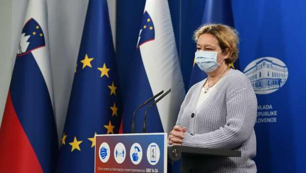Svetovalna skupina naj bi vladi predlagala dopolnitev semaforja v rumeni fazi (foto: Tamino Petelinšek/STA)