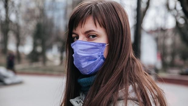 Sedemdnevno povprečje potrjenih okužb je padlo na 606 (foto: Profimedia)