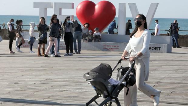 """Dr. Sanja Goldberg iz Tel Aviva: """"Tudi po cepljenju ste lahko prenašalec, vendar ste manj kužni kot necepljeni!"""" (foto: profimedia)"""