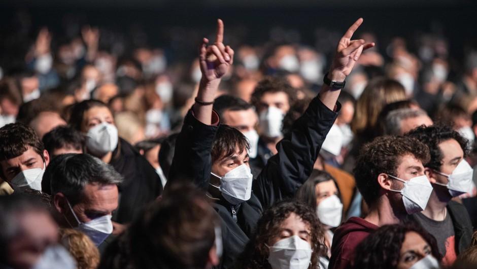 Spodbudne informacije: Na testnem koncertu v zaprti dvorani s 5000 udeleženci se nihče ni okužil (foto: Profimedia)
