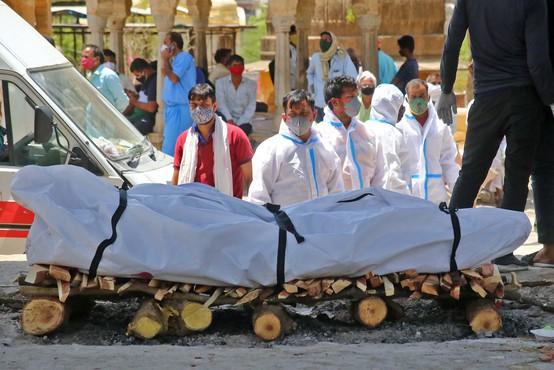 Število okužb in smrtnih žrtev v Indiji še naprej strmo narašča, v zadnjih 24 urah nov dnevni rekord