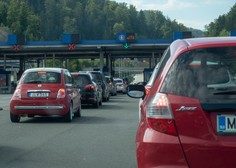 Ukinjajo se kontrolne točke na meji z Avstrijo in Italijo, omejitev zbiranja ostaja