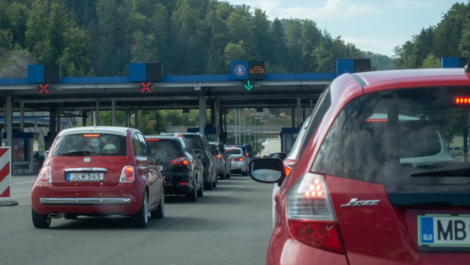 Ukinjajo se kontrolne točke na meji z Avstrijo in Italijo, omejitev zbiranja ostaja (foto: Shutterstock)