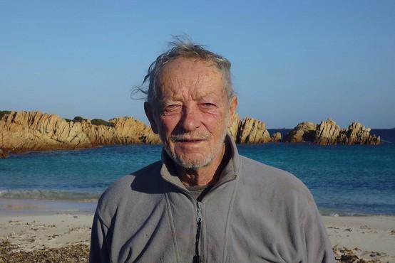 Italijanski Robinson Crusoe mora po 30 letih zapustiti samotni otok