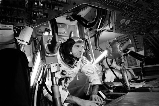 Umrl ameriški astronavt Michael Collins, ki je skupaj z Aldrinom in Armstrongom 1969 prvi pristal na Luni
