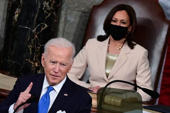 """Biden v kongresu: """"Amerika je pripravljena na vzlet. Spet delamo, spet sanjamo, spet odkrivamo svet"""""""
