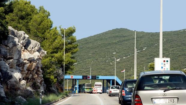 Na meji s Hrvaško bo od polnoči veljalo nekaj milejših ukrepov pri prehodu meje (foto: profimedia)